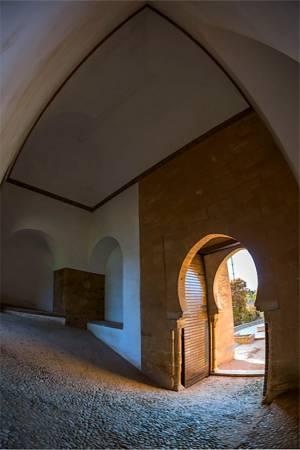 Puerta y Torre de los Siete Suelos, en la Alhambra de Granada
