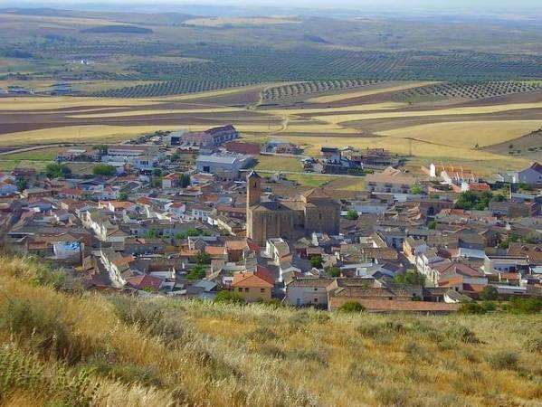 Almonacid de Toledo, un pequeño pueblo con un gran castillo