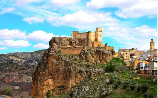 Castillo y pueblo de Jalance, en Valencia