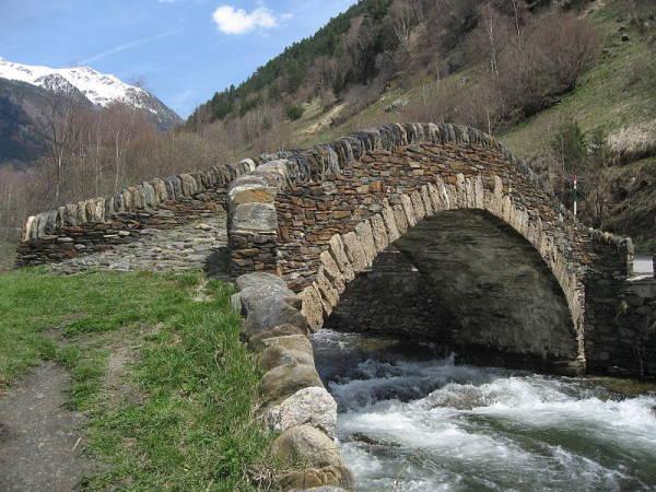 Puente románico de Ordino, en Andorra