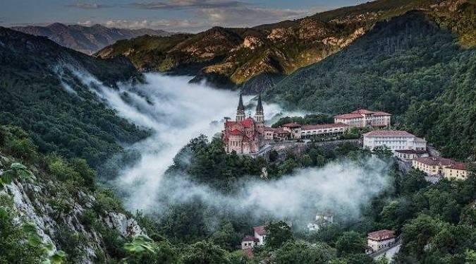 El Santuario de Covadonga, en Asturias
