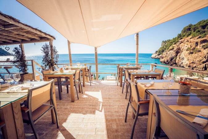 Restaurantes junto al mar en Ibiza