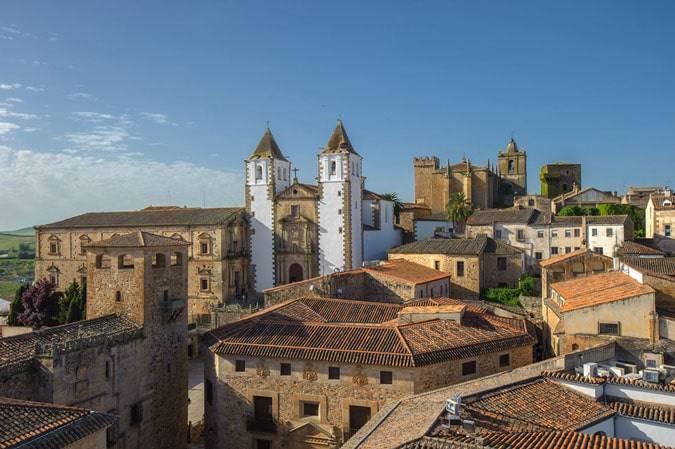 Novelas para viajar a Cáceres