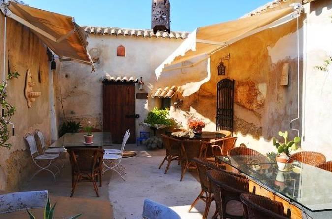 Casas-cueva en San Miguel de Salinas, Alicante