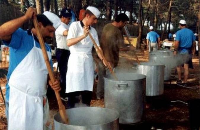 Cocinando sorropotún en San Vicente