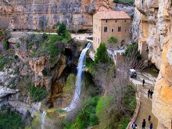 Sant Miquel del Fai, un monasterio que desafía al vacío