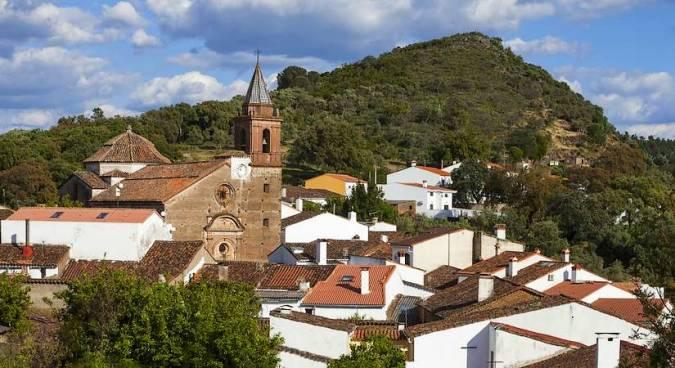 Santa Ana la Real, en la sierra de Huelva