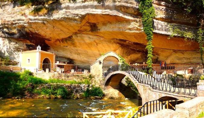 Santuario de la Virgen de la Cueva, en Infiesto, Asturias
