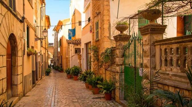 Callejeando por Sóller, en la isla de Mallorca