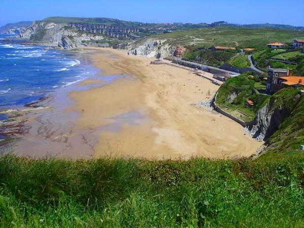 Sopelana, el mejor surf en el País Vasco