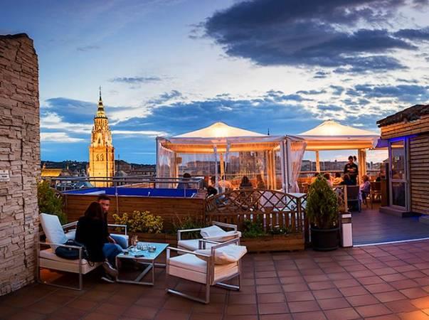 Terraza en la azotea del Hotel Carlos V, en Toledo