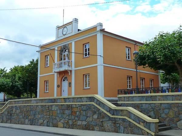 Casa do concello de Trabada, en Lugo