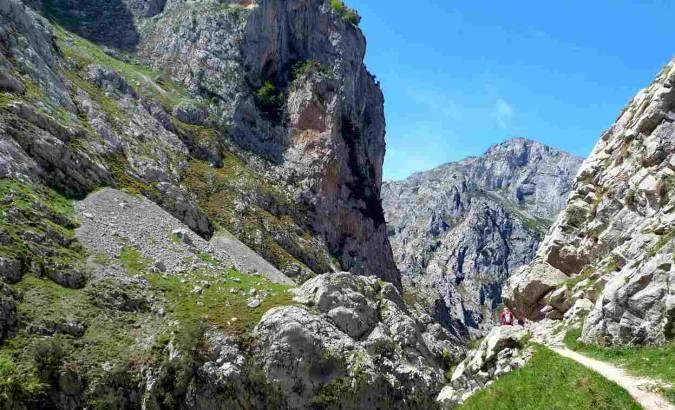 Ruta de Poncebos a Bulnes, en los Picos de Europa