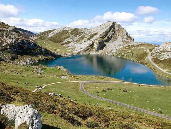 Ruta de los Lagos de Covadonga, en los Picos de Europa