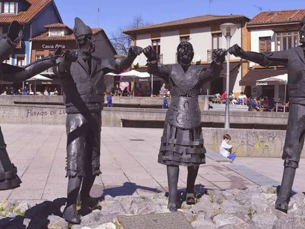 La siempre animada localidad de Pola de Siero, en Asturias