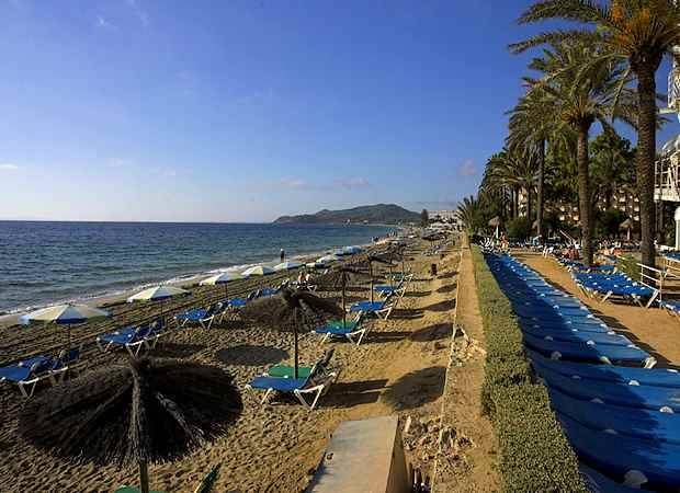 Veranear en Playa d'en Bossa, Ibiza