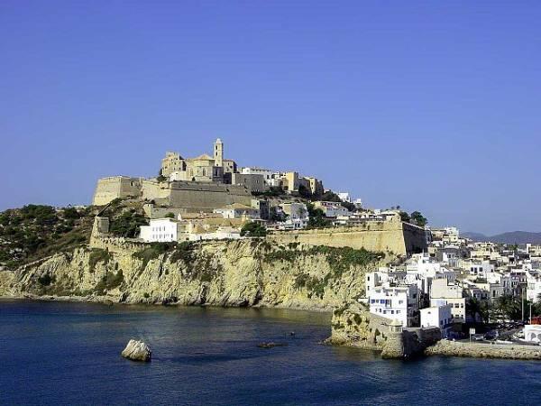 La ciudad de Ibiza, en Ibiza, Islas Baleares