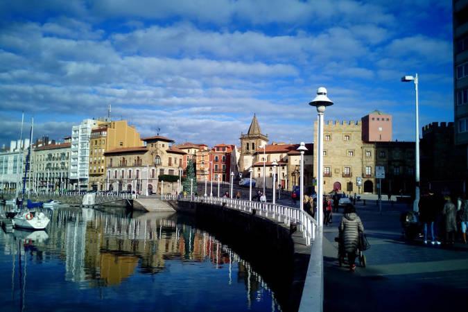 Visita Gijón: historia, gastronomía y tu vestido otoñal perfecto