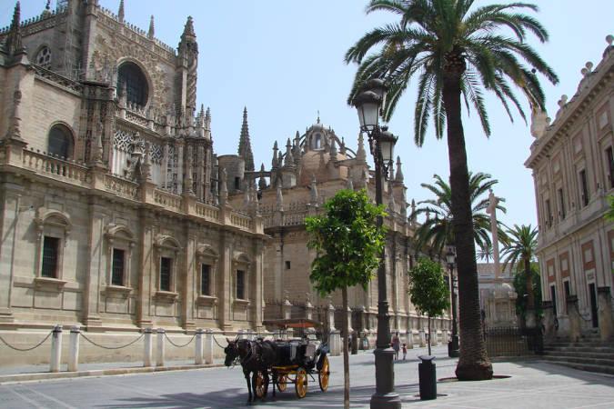 Vas a visitar Sevilla y te vas a querer llevar este vestido